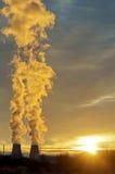 восходящий поток теплого воздуха электростанции индустрии экологичности Стоковая Фотография