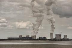 восходящий поток теплого воздуха электростанции индустрии экологичности Стоковые Изображения