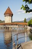 Восьмиугольная высокорослая башня над мостом часовни Стоковые Фото