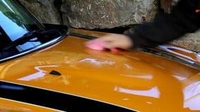 Вощить автомобиль видеоматериал