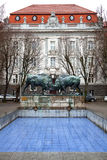 Воюя быки - скульптура 2 больших диаграмм бизона работает немецким скульптором Gaula -го августом Стоковое Фото