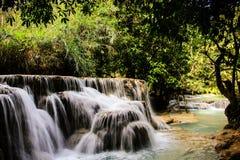 Вода бирюзы водопада Kuang Si, Luang Prabang Лаос Стоковая Фотография RF