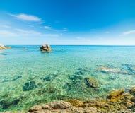 Вода бирюзы пляжа Санты Giusta Стоковое Фото