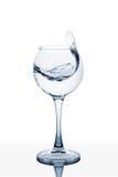 Вода брызгая из высокорослого стекла Стоковые Фото