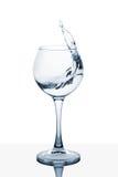 Вода брызгая из высокорослого стекла Стоковая Фотография