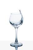 Вода брызгая из высокорослого стекла Стоковое Изображение