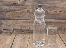 вода бутылочного стекла стоковое изображение rf