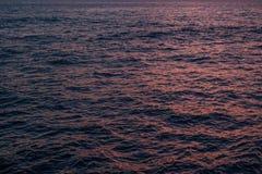 Вода во время картины текстуры предпосылки захода солнца Стоковое Изображение RF