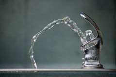 вода выпивая фонтана Стоковое Изображение