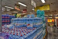 Вода в супермаркете Стоковое фото RF