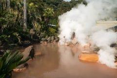 Вода горячего источника, красный пруд в Umi Jigoku на Beppu, oita-shi, Kyu Стоковые Изображения RF
