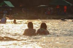 Вода женщин играя Стоковое фото RF