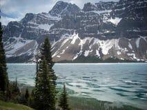 Вода замерзая на озере Banff Стоковые Фотографии RF
