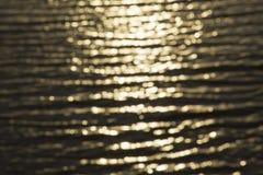 Вода золота освещает предпосылку Стоковое Изображение
