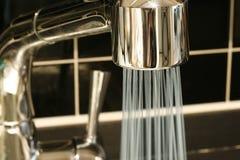 вода из крана потока Стоковое фото RF