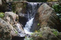 Вода и утесы Стоковая Фотография