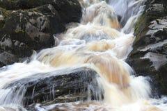 Вода над утесами Стоковые Изображения