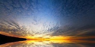 вода неба отражения элемента конструкции предпосылки Стоковые Фото