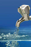 Вода от крана Стоковые Изображения