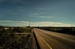 вода перемещения дороги лужка автомобиля Стоковая Фотография