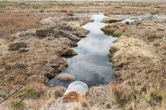 Вода произведенная маслом загрязняет окружающую среду стоковое фото