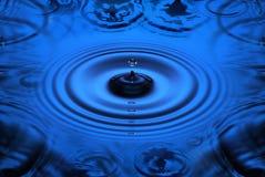 вода пульсаций падений Стоковые Изображения
