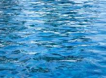 Вода сорванная синью в плавательном бассеине Стоковое Изображение
