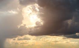 вода солнца неба отражения берега озера светлая Стоковые Изображения RF