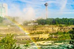 Вода спеша над Ниагарским Водопадом стоковые фото