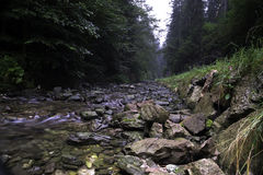 Вода среди утесов Стоковое фото RF