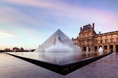 Вода сумерк жалюзи Парижа Стоковое фото RF