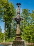 Вода фонтана spouting на солнечный день Стоковое Фото