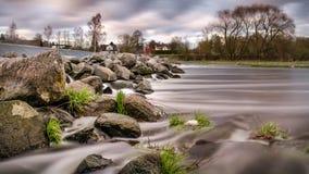 Вода через камни Стоковые Изображения RF