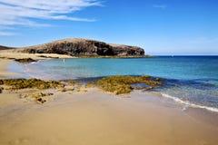 Вода людей в утесе пруда Лансароте Испании    мускус и лето Стоковые Фотографии RF