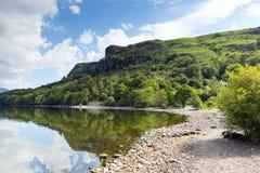 Вода Derwent залива кургана на затишья утре лета все еще в английском районе озера Стоковая Фотография RF