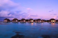 вода maldivian сумрака бунгал Стоковое Фото