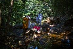Во время погружения в воде - первого и большинств важного христианского таинства крещения обрядов Стоковые Изображения