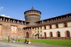 Во дворе  замка Sforza, Милан стоковые фото
