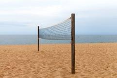 волейбол песка ладоней пляжа сетчатый Стоковая Фотография