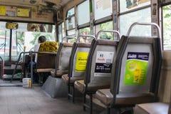 Водитель автобуса управляет шиной в Бангкоке Стоковое Изображение RF