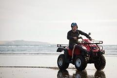 Водитель ATV на пляже стоковые фотографии rf