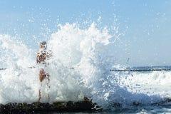 Волна бассейна девушки приливная Стоковое Изображение