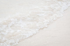Волна крупного плана на пляже Стоковая Фотография