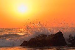 Волна моря на заходе солнца Стоковое Изображение