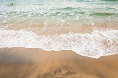 Волна моря на пляже песка Стоковые Изображения RF