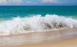 Волна песчаного пляжа тропиков ландшафта Стоковая Фотография
