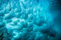 Волна подводная Голубой океан в underwater стоковые изображения rf