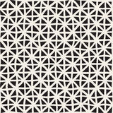 Волнистая нарисованная рука выравнивает решетку треугольников белизна вектора черной картины безшовная Стоковое Фото