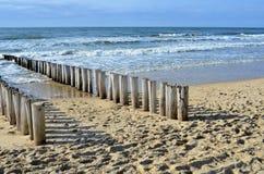 Волнорезы на пляже на Северном море в Domburg Голландии Стоковые Изображения RF
