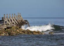Волнорез волны Lossiemouth поразительный. стоковое изображение